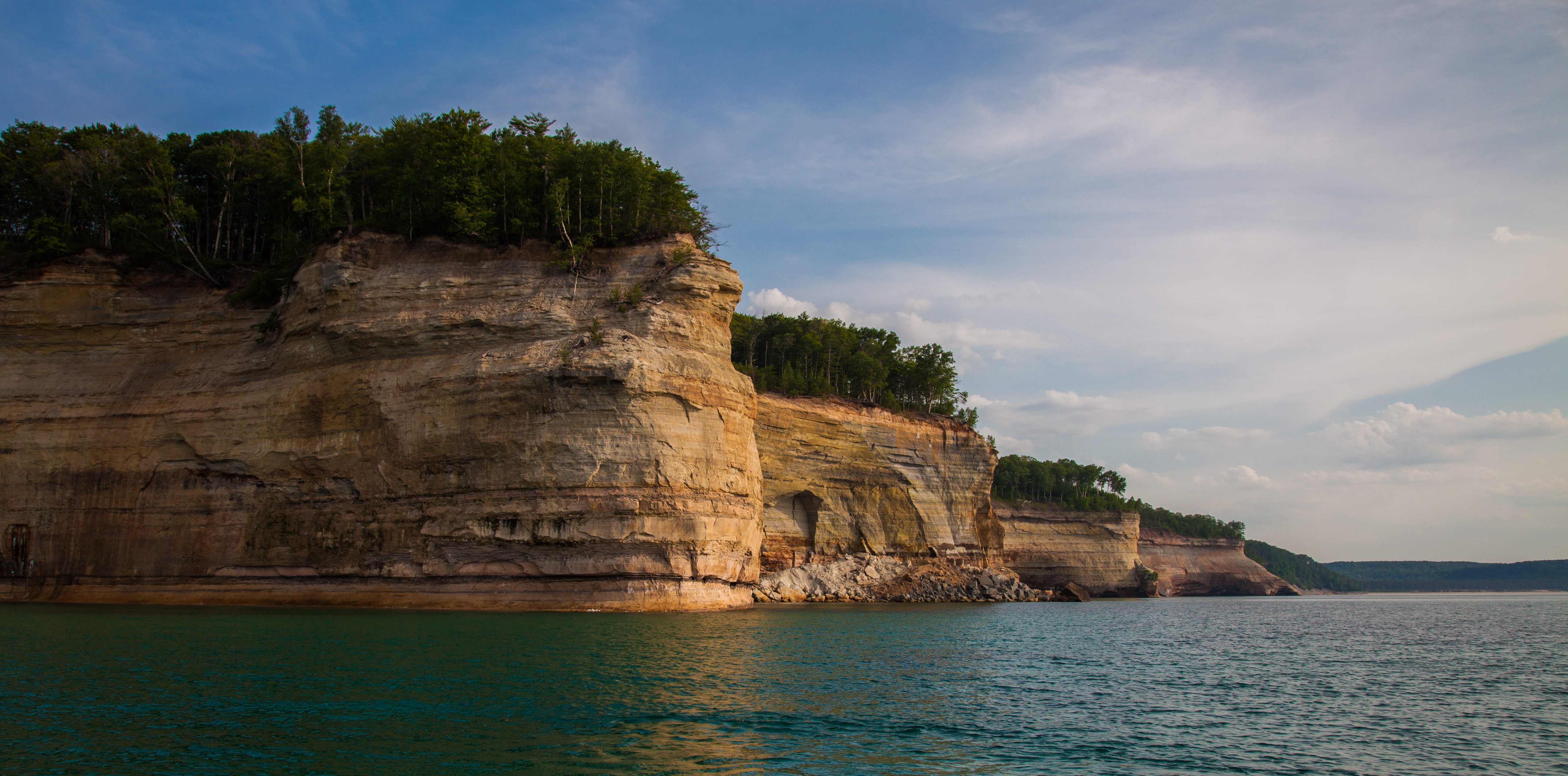 pictured rocks expansive WS from boat